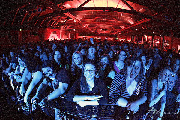 "Fans cheer as Lifehouse performs on March 5, 2011 in support of ""Smoke and Mirrors""at the Showbox Sodo in Seattle, Washington (Elisa Sherman)"
