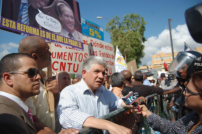Eduardo dice pueblo espera Danilo renegocie con Barrick y generadores