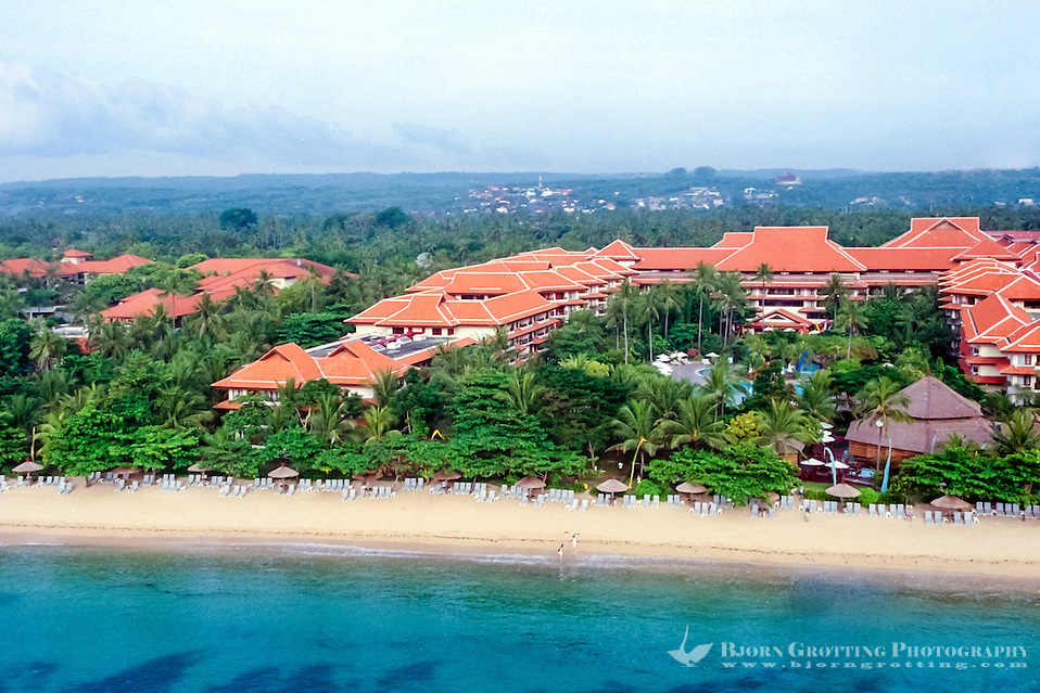 Bali, Badung, Nusa Dua. Hotels on Nusa Dua, Bali. Nusa Dua is relatively flat compared to the rest of the Bukit peninsula (from helicopter). (Bjorn Grotting)