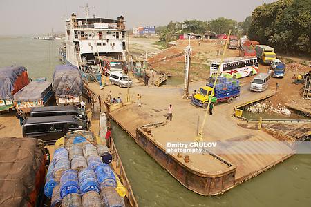 CHHOTA DHULANDI, BANGLADESH - FEBRUARY 19, 2014: Unidentified ferry staff and passengers present at unloading Daulatdia ferry boats at Ganga river bank, Chhota Dhulandi, Bangladesh. Ferry is a very important way of transportation in Bangladesh. (Dmitry Chulov)