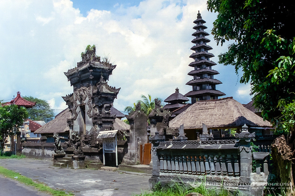 Bali, Badung, Seseh. A nice little temple close to the Seseh beach. (Photo Bjorn Grotting)