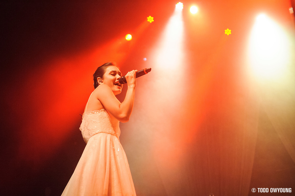 Dia Frampton, former contestant on the talent show The Voice, performing in support of The Fray at the Pageant in St. Louis on May 8, 2012. (Todd Owyoung)