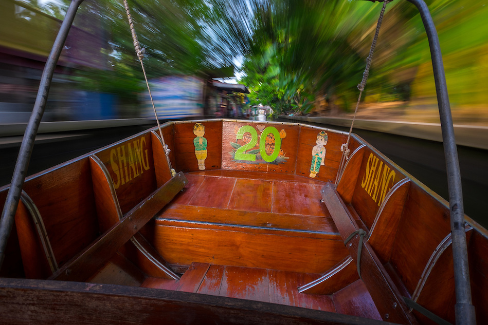 DAMNOEN SADUAK, THAILAND - CIRCA SEPTEMBER 2014: Motorboat navigating a canal close the famous floating market of Damnoen Saduak in the central region of Thailand. (Daniel Korzeniewski)