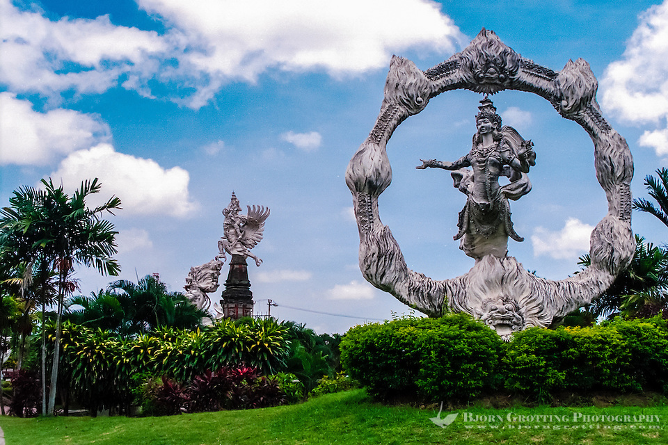 Bali, Gianyar. Some of the many large statues in this area. Close to the center of Gianyar city. (Photo Bjorn Grotting)