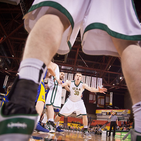 UAA men's basketball Team, Great Alaska Shootout, Sullivan Arena, Anchorage, AK (Clark James Mishler)