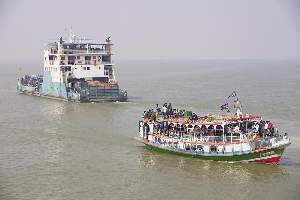 CHHOTA DHULANDI, BANGLADESH - FEBRUARY 19, 2014: Unidentified passengers cross Padma river on Daulatdia ferry boats at Chhota Dhulandi, Bangladesh. Ferry is a very important way of transportation in Bangladesh. (Dmitry Chulov)
