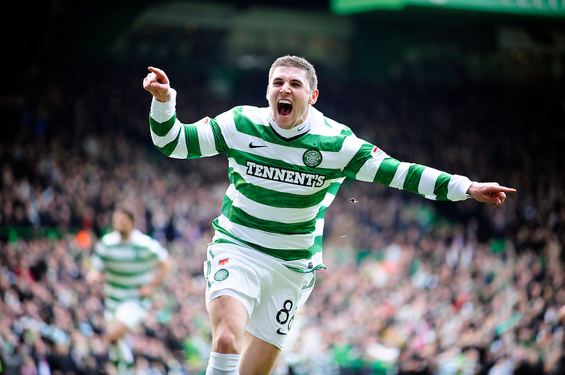 20TH FEB 2011, CELTIC V RANGERS, CELTIC PARK, GLASGOW, GARY HOOPER CELES OPENING THE GOAL SCORING FOR CELTIC 1-0, ROB CASEY PHOTOGRAPHY. (ROB CASEY/ROB CASEY PHOTOGRAPHY)