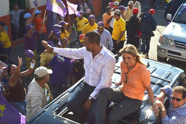 Julio César Valentín en campaña electoral