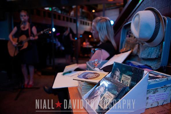 ((C) NIALL DAVID (.COM)              N DP)