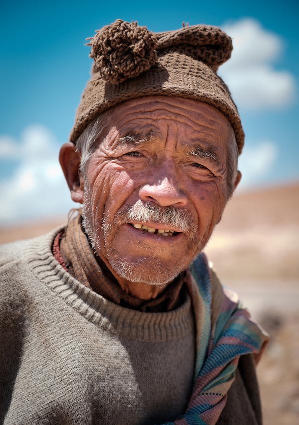 MARAS, PERU - CIRCA OCTOBER 2015: Shepherd close to the town of Maras, a small village in the Cusco region known as Sacred Valley (Daniel Korzeniewski)