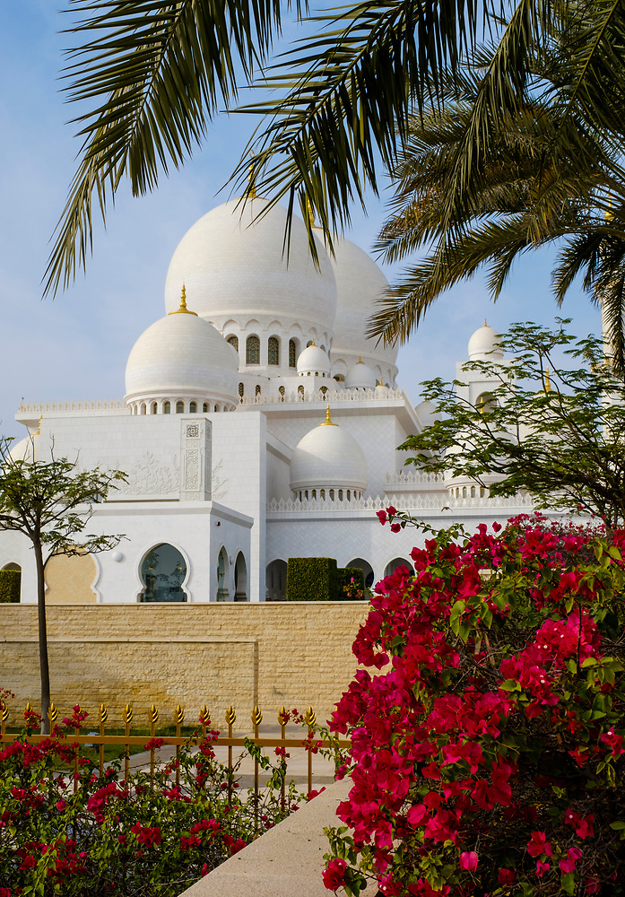 UNITED ARAB EMIRATES, ABU DHABI - CIRCA JANUARY 2017: Sheikh Zayed Mosque as seen from the exteriot gardens (Daniel Korzeniewski)