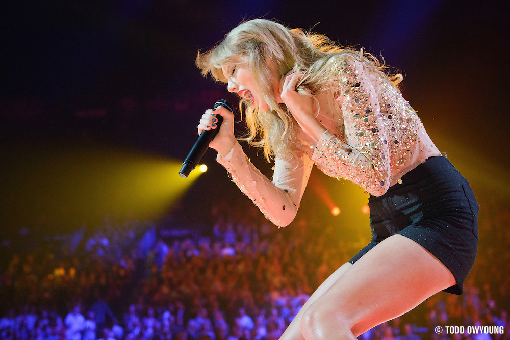 Taylor Swift performing at the iHeartRadio Music Festival in Las Vegas, Nevada on September 22, 2012. (Todd Owyoung)