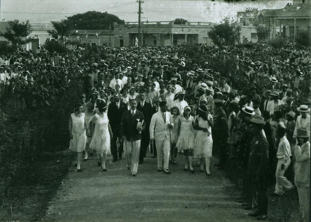 Trujillo y Rafael Estrella Ureña en un paseo en la ciudad, luego de su juramentación el 16 de agosto de 1930