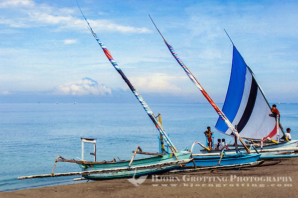 Nusa Tenggara, Lombok, Senggigi. Traditional sail vessels on west Lombok. Bali in the background with Gunung Agung covered in clouds. (Bjorn Grotting)