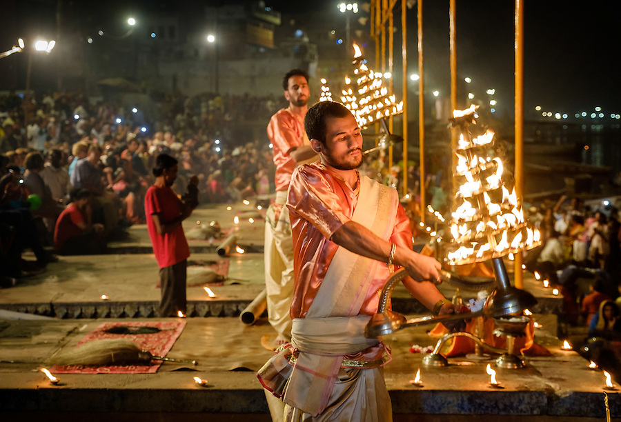 VARANASI, INDIA - CIRCA NOVEMBER 2016: Young pandits performing the Ganga Aarti ceremony at the Dasaswamedh Ghat in Varanasi. The Aarti is a powerful and uplifting spiritual ritual that takes place every evening at dusk. Varanasi is the spiritual capital of India, the holiest of the seven sacred cities and with that many rituals and offerings are performed daily by priests and hindus. (Daniel Korzeniewski)