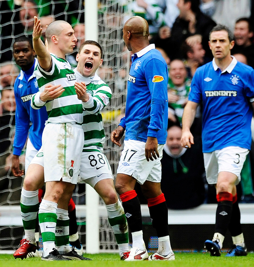 6TH FEB 2011, RANGERS V CELTIC SCOTTISH CUP 5TH ROUND IBROX STADIUM, GLASGOW, SCOTT BROWN CELEBRATES SCORING CELTIC'S SECOND GOAL BY GOADING EL HADJI DIOUF 2-2, ROB CASEY PHOTOGRAPHY. (ROB CASEY/ROB CASEY PHOTOGRAPHY)