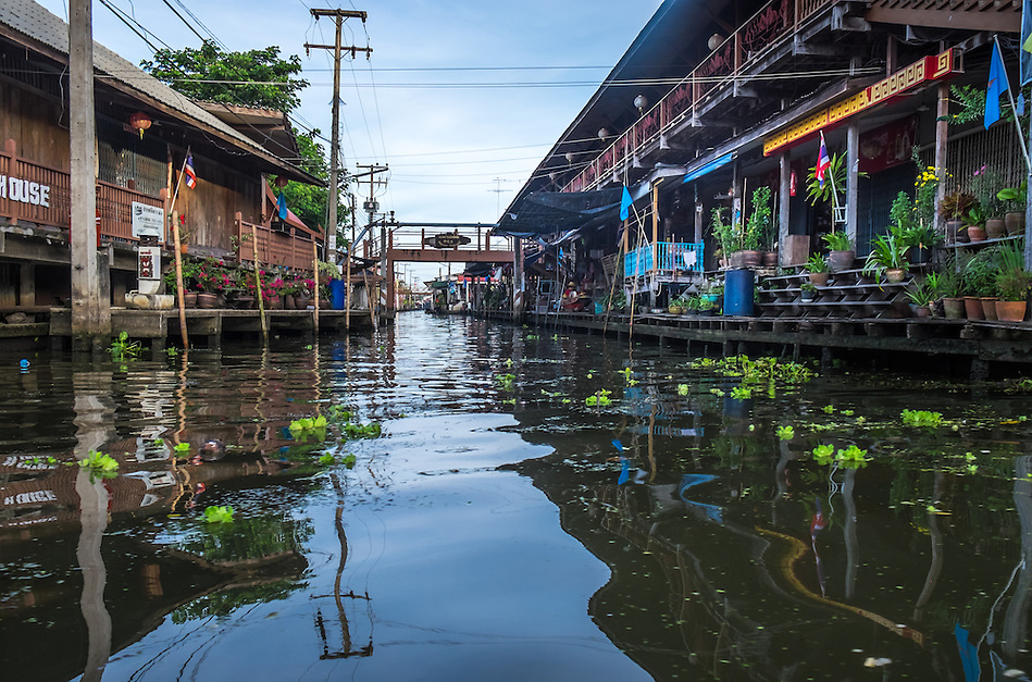 DAMNOEN SADUAK, THAILAND - CIRCA SEPTEMBER 2014: Canals around the Damnoen Saduak floating market in the central region of Thailand. (Daniel Korzeniewski)