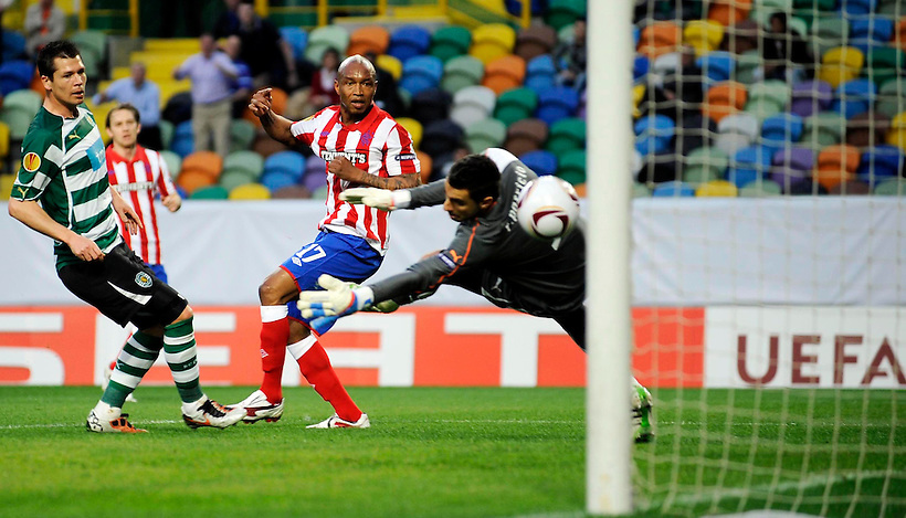 24TH FEB 2011, SPORTING LISBON V RANGERS, ESTADIO JOSE ALVALADE, LISBON, EL HADJI DIOUF SCORES THE OPENING GOAL FOR RANGERS, ROB CASEY PHOTOGRAPHY. (ROB CASEY/ROB CASEY PHOTOGRAPHY)