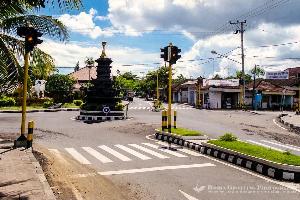 Bali, Karangasem, Amlapura. Crossroad in Amlapura, straight ahead the road to Candidasa, to the right towards Rendang. (Photo Bjorn Grotting)