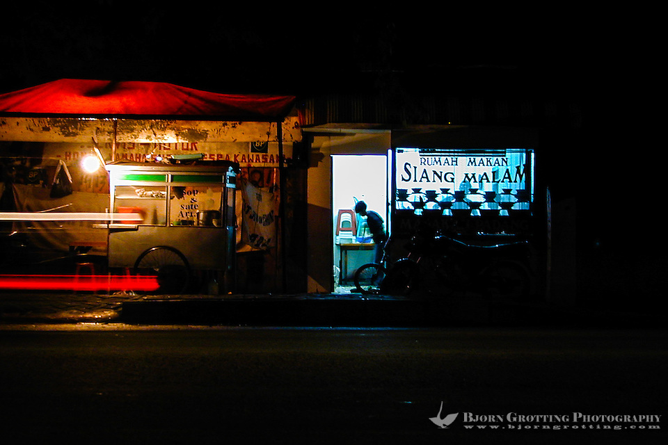 Java, Jakarta. Kemang Raya. An night-open restaurant in the busy Kemang district in south Jakarta. (Photo Bjorn Grotting)