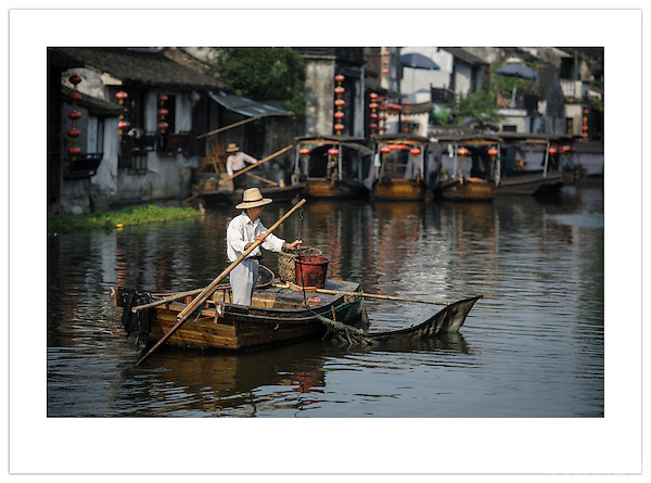 Boatman - Xitang, Zhejiang, China (Ian Mylam/ Ian Mylam (www.ianmylam.com))