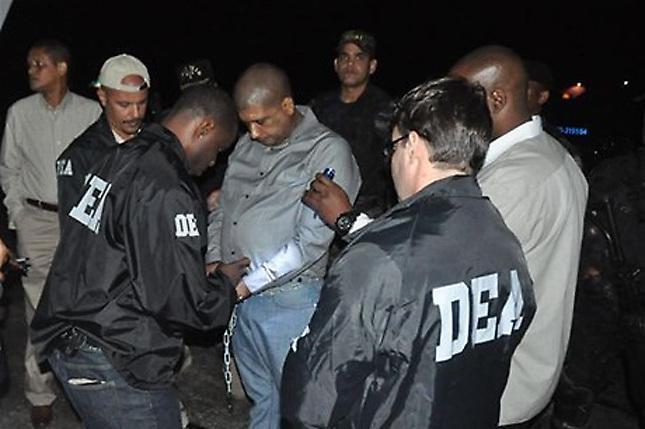 DEA tiene fotos, vídeos y diálogos de Toño Leña con 2 jefotes de RD