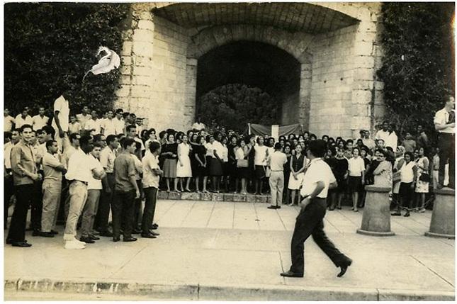 La Puerta del Conde durante la Revolución de 1965