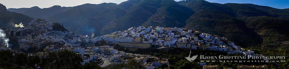Panorama. Moulay Idriss is a pilgrimage site for Muslims. (Bjorn Grotting)