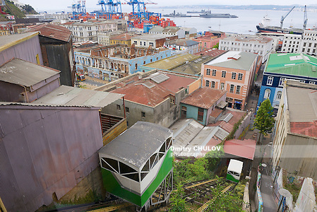 VALPARAISO, CHILE - OCTOBER 19, 2013: Historical funicular cabins move up and downhill in Valparaiso, Chile. (Dmitry Chulov)