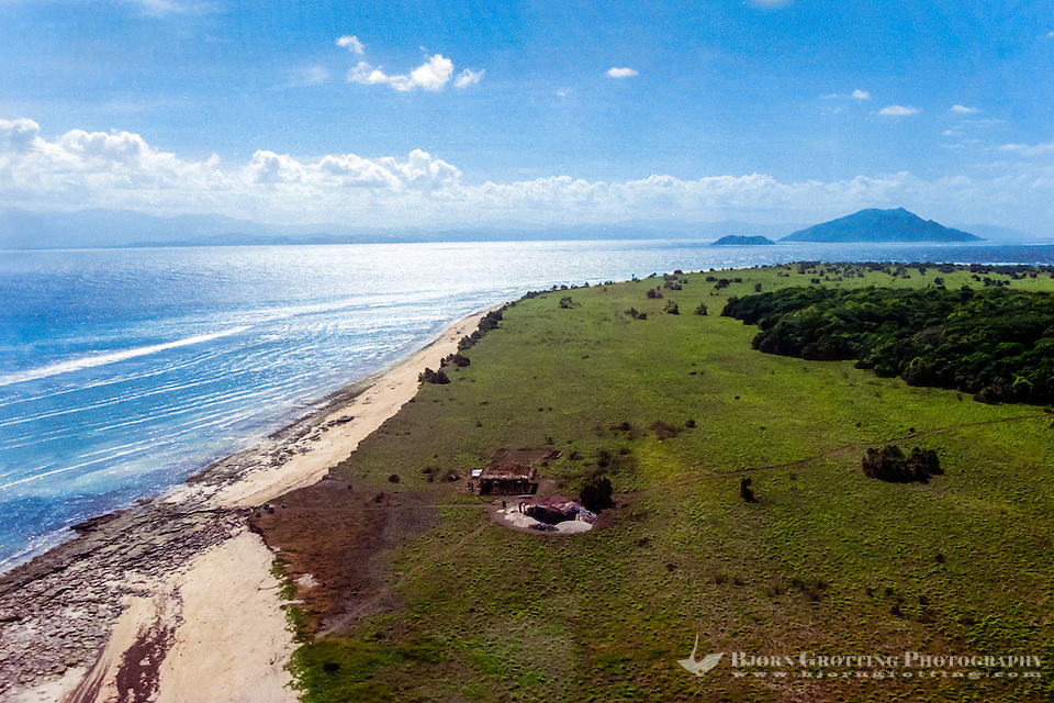 East Nusa Tenggara, Sumba, Pulau Mangudu. Pulau Mangudu island south of Sumba (from helicopter). (Photo Bjorn Grotting)