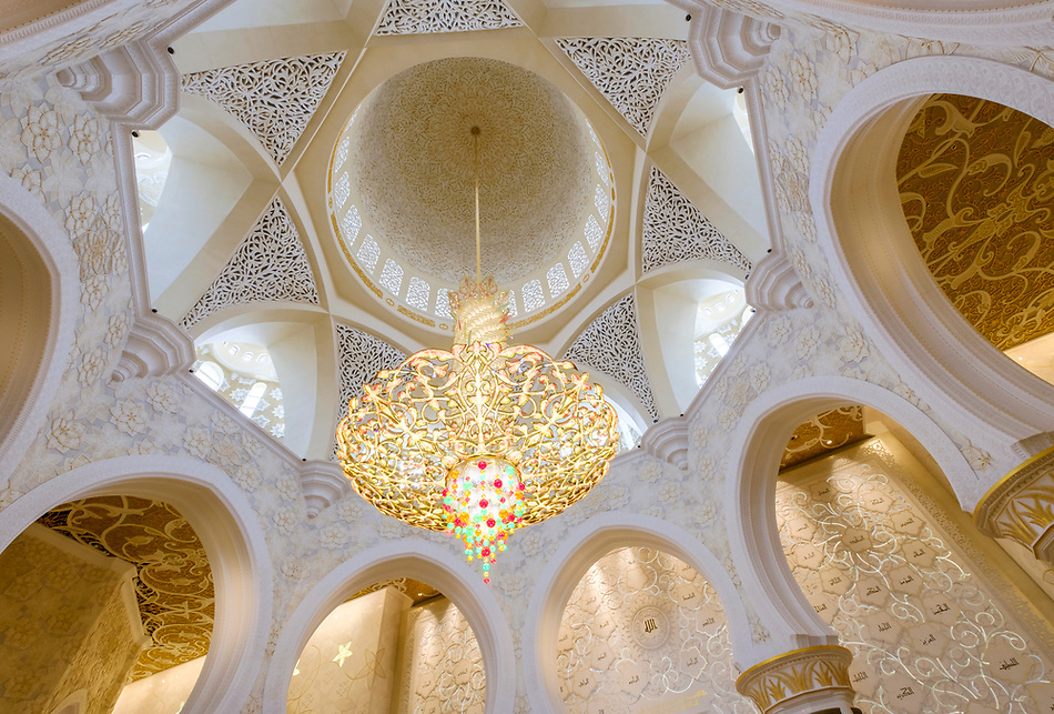 UNITED ARAB EMIRATES, ABU DHABI - CIRCA JANUARY 2017: Swarovski Chandelier in the nterior of the main prayer hall in Sheikh Zayed Mosque (Daniel Korzeniewski)