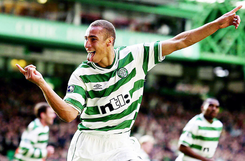2004, HENRIK LARSSON CELEBRATES SCORING FOR CELTIC AT CELTIC PARK, GLASGOW, ROB CASEY PHOTOGRAPHY. (ROB CASEY/ROB CASEY PHOTOGRAPHY)