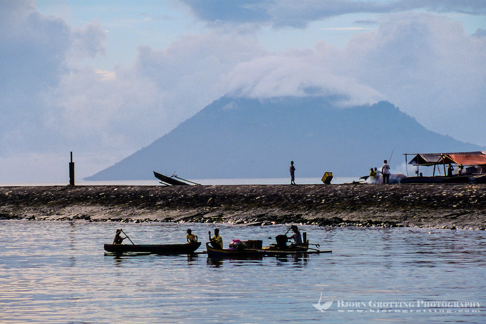 Indonesia, Sulawesi, Manado. Manado harbour with Manado Tua, an extinct volcano, in the background. (Photo Bjorn Grotting)