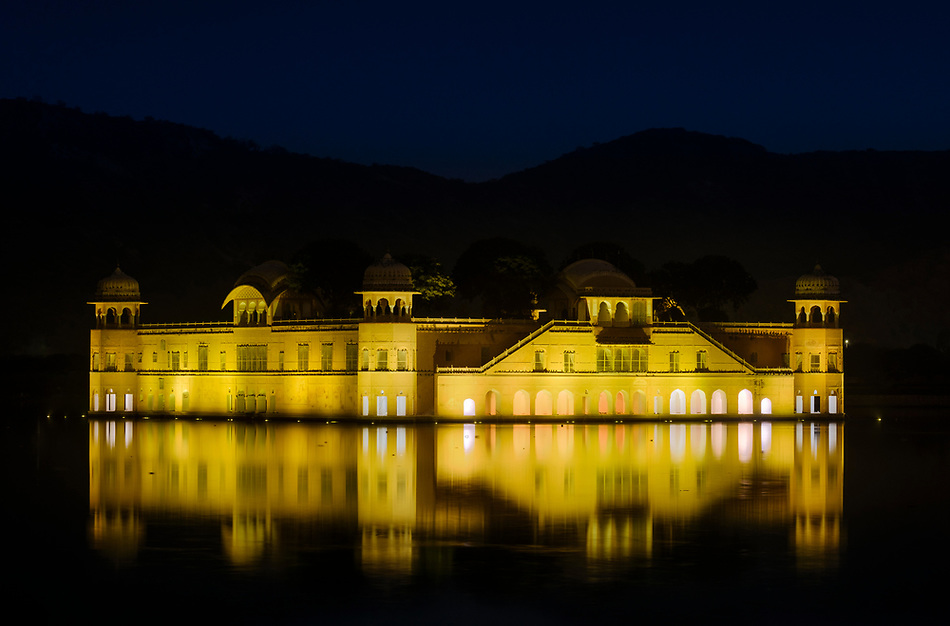 JAIPUR, INDIA - CIRCA NOVEMBER 2016: Jal Mahal also known as the Water Palace is located in the Man Sagar Lake of Jaipur and it is a very popular torist attraction. (Daniel Korzeniewski)
