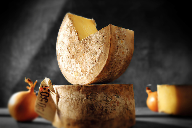 Truckle of English cheddar cheese food photos (Paul Williams)