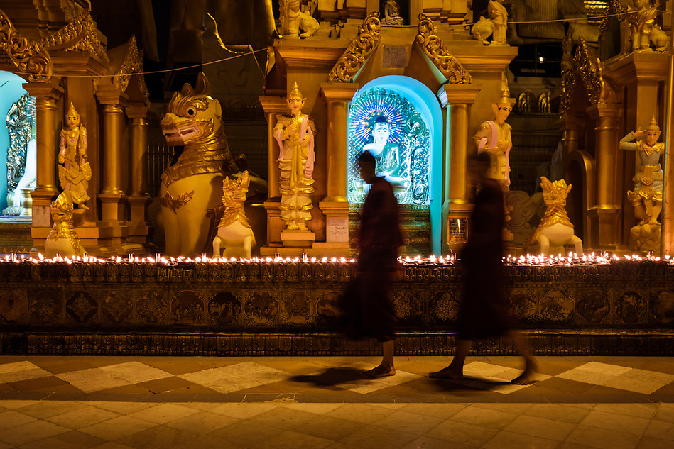YANGON, MYANMAR - CIRCA DECEMBER 2017: Monks walking at the Shwedagon Pagoda in Yangon at night (Daniel Korzeniewski)