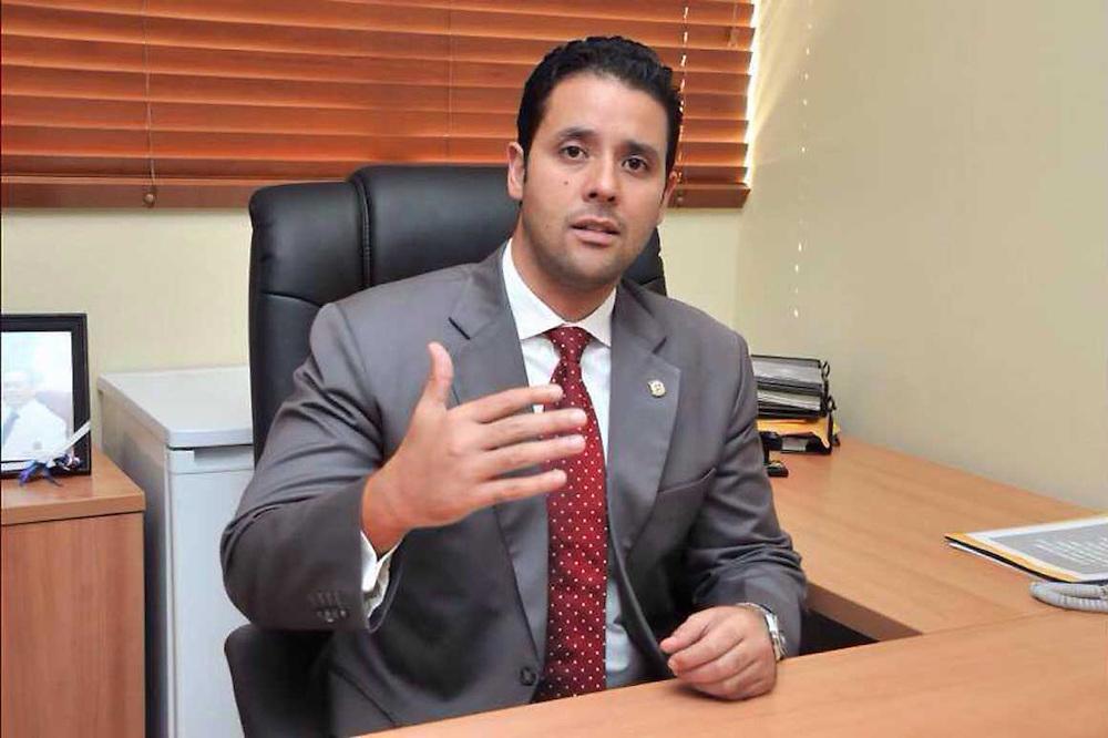 Andrés Enmanuel, hijo de Andrés, quiere seguir en el Congreso.