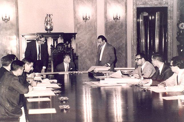 Balaguer, con funcionarios de su gobierno de los