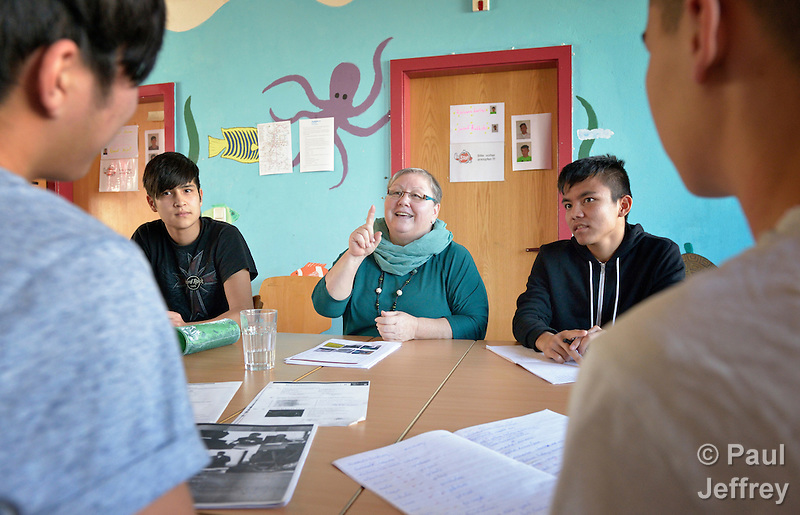 Helene Bindl teaches German to young Afghan asylum seekers at the Zentrum Spattstrasse, a shelter in Linz, Austria, owned by the United Methodist Church and part of Diakonie, an ecumenical network that is a member of the ACT Alliance. Bindl is a member of the United Methodist Church in Linz. (Paul Jeffrey)