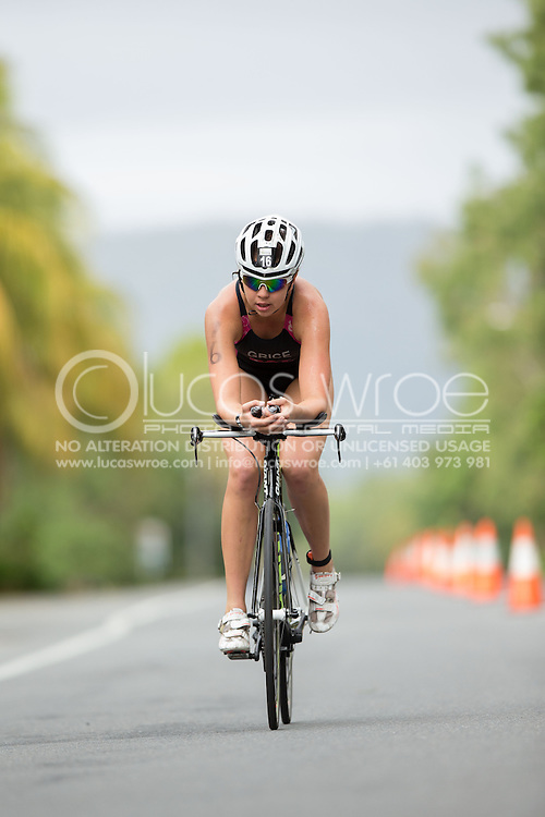 Holly Grice (AUS), June 1, 2014 - TRIATHLON : Coral Coast 5150 Triathlon, Cairns Airport Adventure Festival, Four Mile Beach, Port Douglas, Queensland, Australia. Credit: Lucas Wroe (Lucas Wroe)