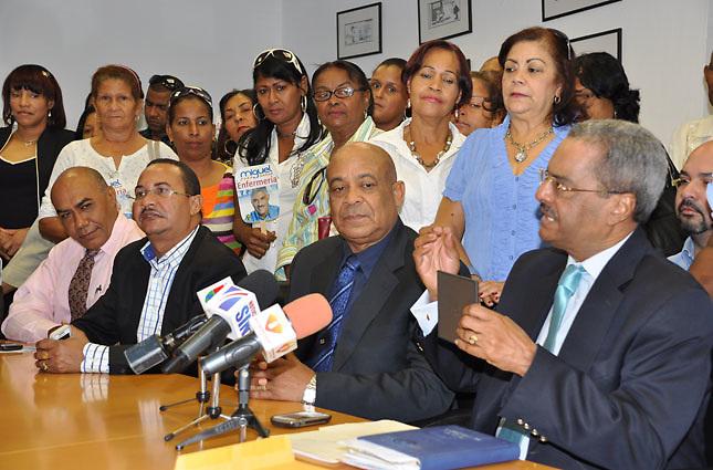 César Mella, en rueda de prensa en una actividad de promocion de Vargas Maldonado