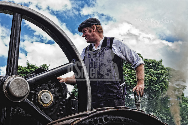 Steam engine driver seen through flywheel dsider.co.uk online magazine, photo courses (Bill Bagshaw & Martin Williams/Bill Bagshaw, dsider.co.uk)
