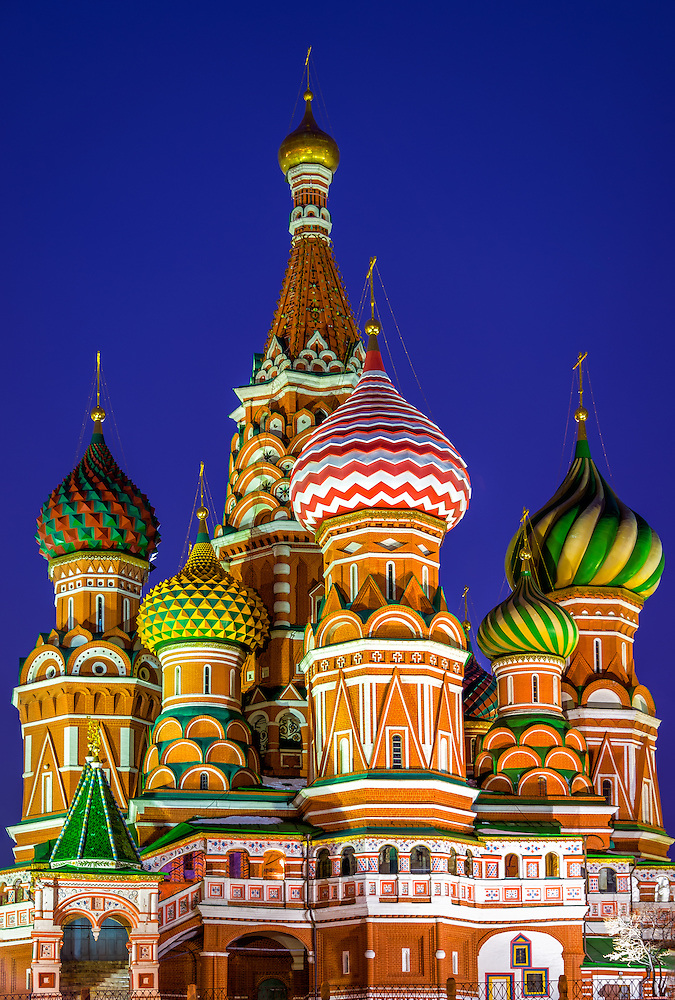 Architechtural detail of domes in St. Basil's Cathedral in Moscow at night (Daniel Korzeniewski)