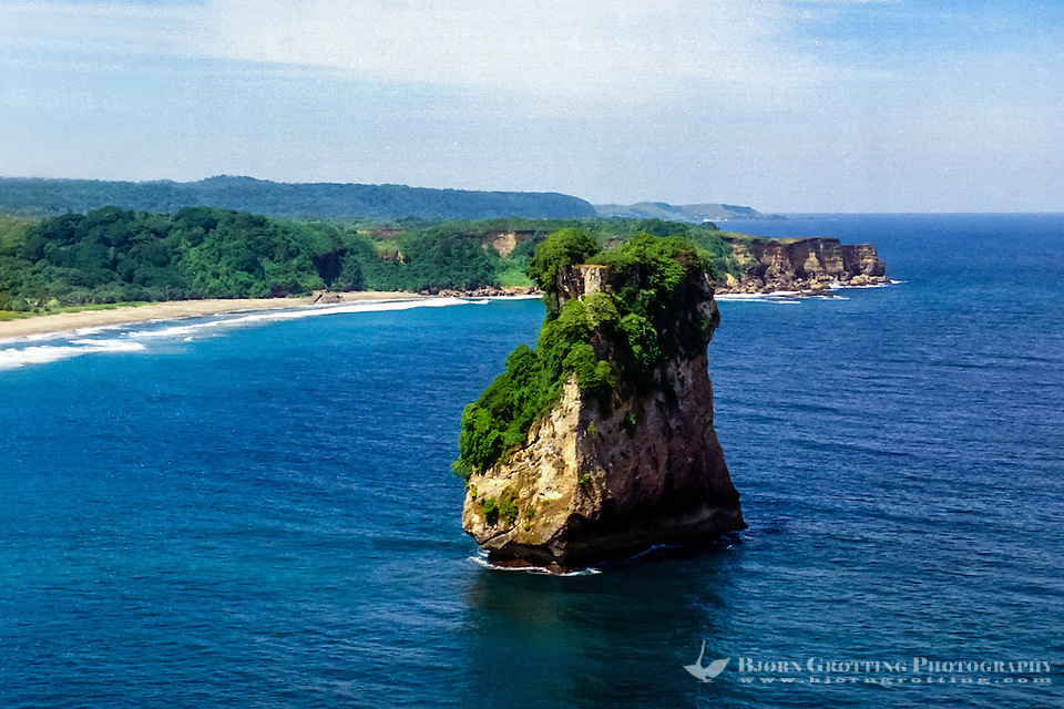 West Nusa Tenggara, Sumbawa. The rock. Characteristic rock formations on the south coast of Sumbawa (from helicopter). (Bjorn Grotting)