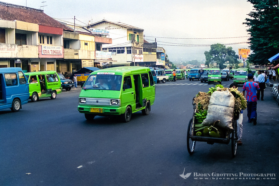 Indonesia, Java, Bogor. City life in Bogor, the Gunung Salak mountain can be seen in the background. (Photo Bjorn Grotting)