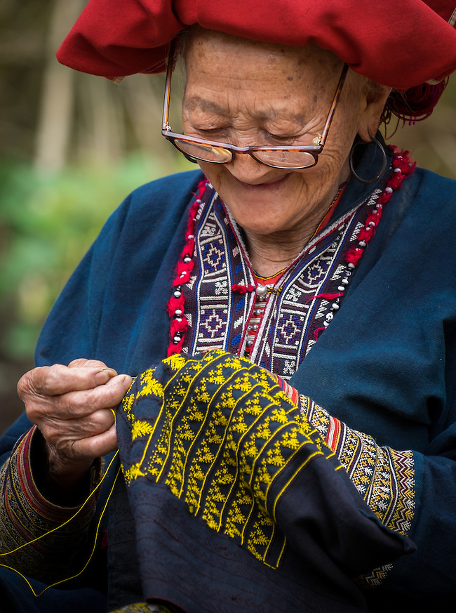 SAPA, VIETNAM - CIRCA SEPTEMBER 2014:  Old woman from the Red Dao minority knitting in Ta Phin Village near Sapa, north Vietnam. (Daniel Korzeniewski)