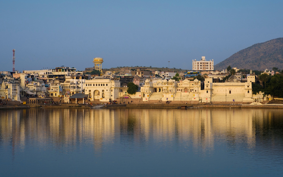PUSHKAR, INDIA - CIRCA NOVEMBER 2016: View of the Pushkar Lake (Daniel Korzeniewski)