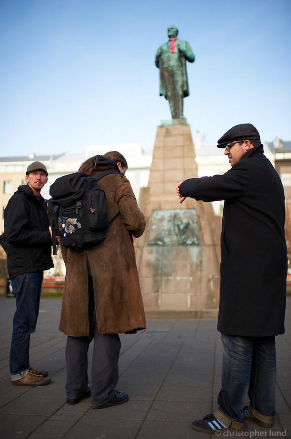 Members of the german Piraten Partei in front of the statue of Jón Sigurðsson,  leader of the 19th century Icelandic independence movement. (Christopher Lund/©2011 Christopher Lund)
