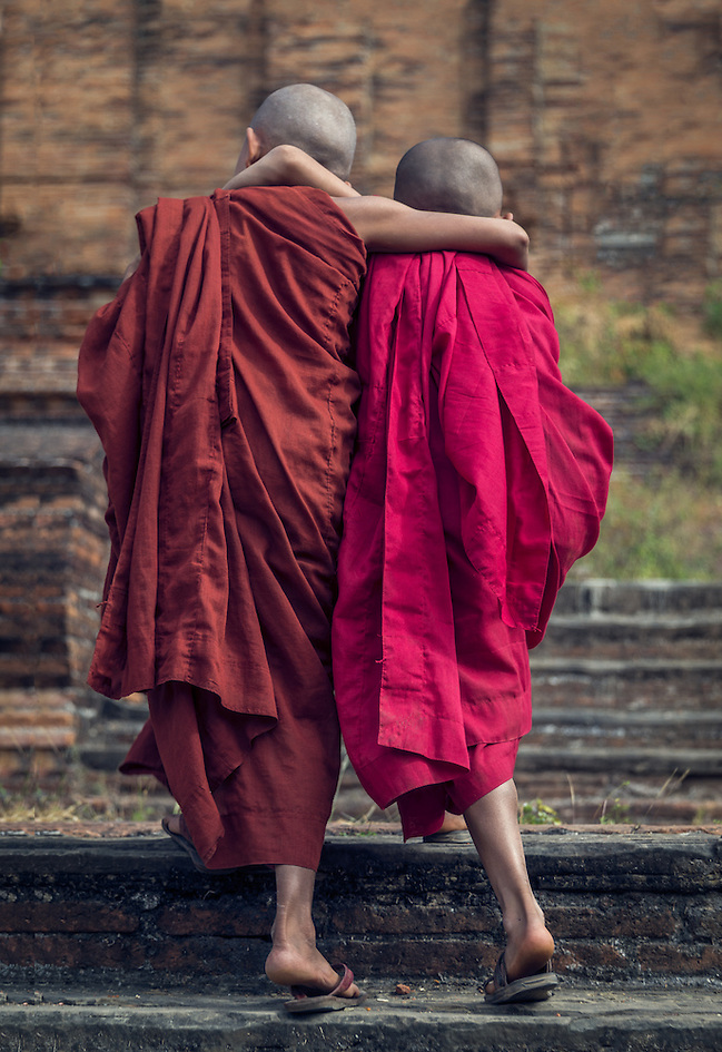 MANDALAY, MYANMAR - CIRCA DECEMBER 2013: Novice monks walking away in Min Kun in Myanmar (Daniel Korzeniewski)