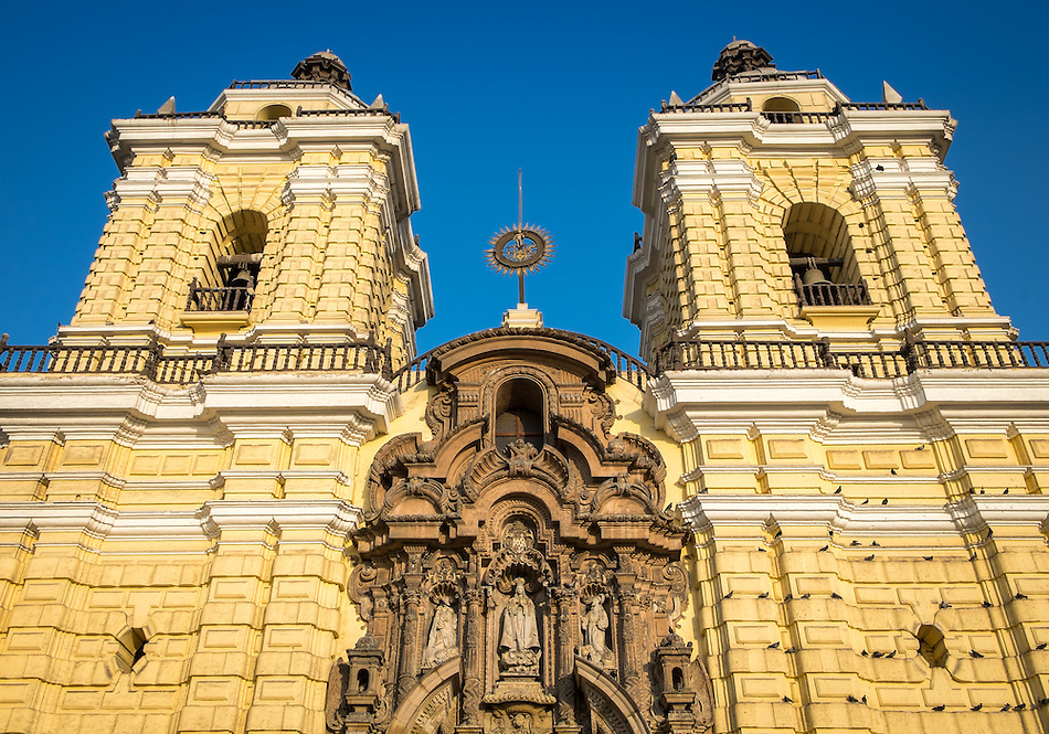 Facade view of the Church of San Francisco in the Lima Historic Centre in Peru (Daniel Korzeniewski)